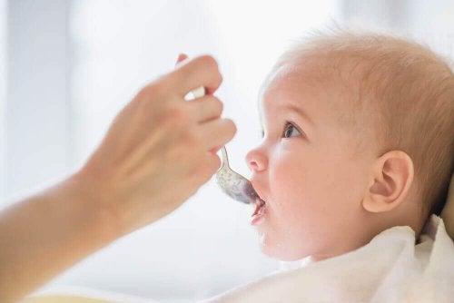 Які продукти не можна давати немовлятам