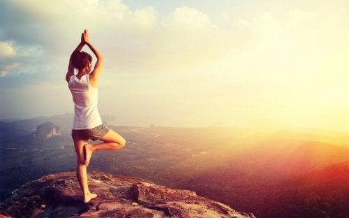 йога усуває поколювання шкіри