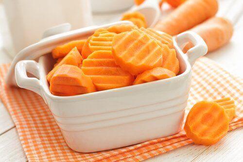 морква для відбілювання зубів