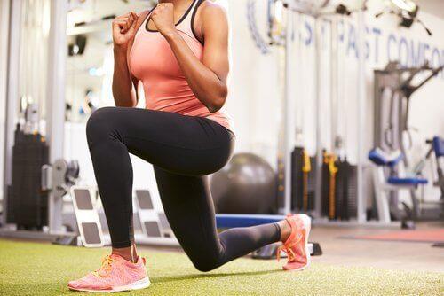 вправи з еспандером для м'язів ніг