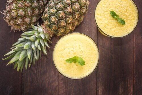 смузі проти мігрені з ананасом