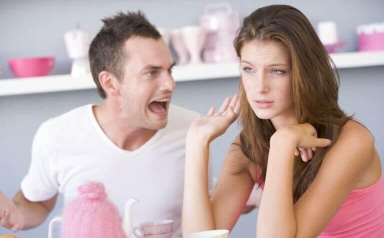 Словесна образа від партнера: 5 форм, які не можна терпіти