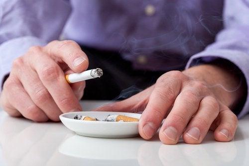 куріння викликає захворювання щитоподібної залози