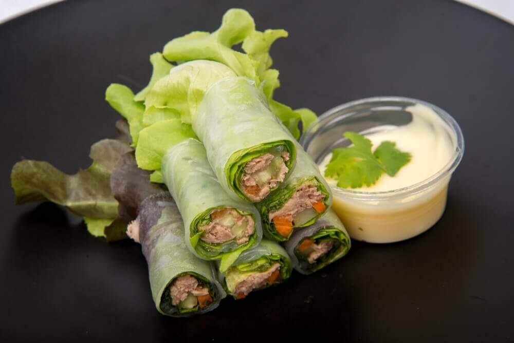 Рулети з салатом: 3 види з овочами і фруктами