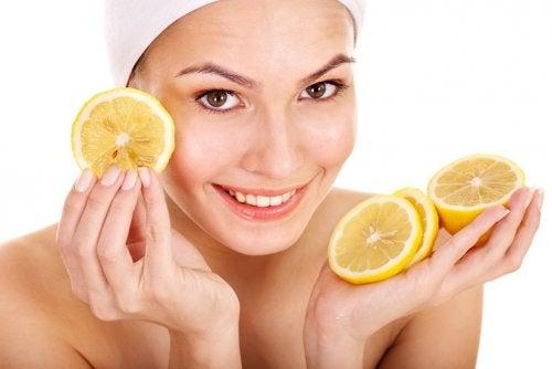 засоби від лупи на основі лимонів