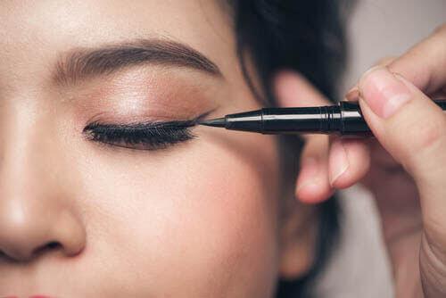 5 помилок макіяжу людей, які мають маленькі очі