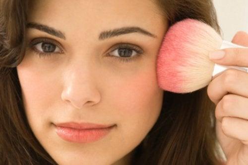 поради для макіяжу обличчя
