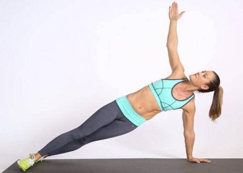 вправи з еспандером для м'язів живота