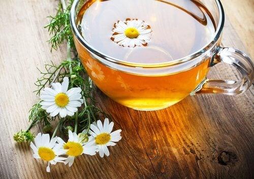 ромашковий чай від сухості у горлі