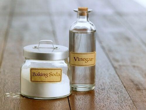 сода і оцет усувають поганий запах з рушників