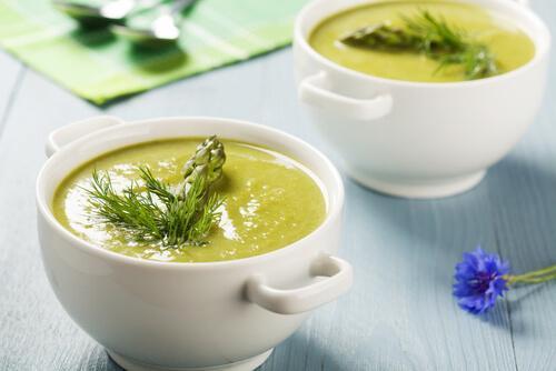 вершковий суп зі спаржою