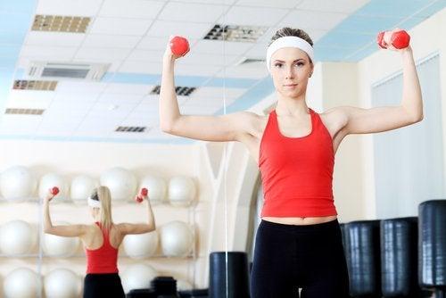 домашні вправи для міцних грудей