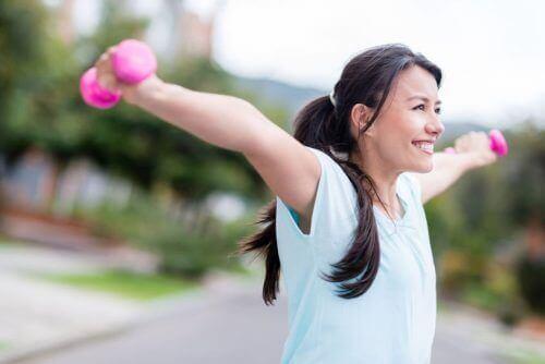 як робити вправи для міцних грудей