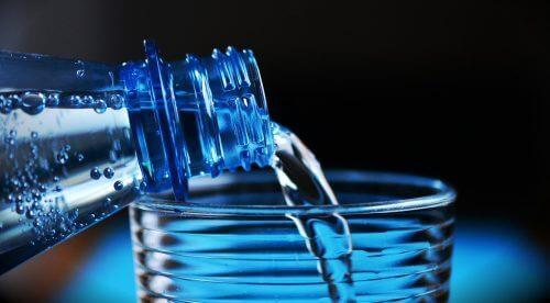 Вода в пляшках: 4 секрети, про які ви не знали