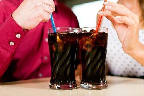 газовані напої викликають шлунковий біль