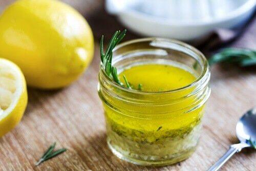 оливкова олія з лимоном, щоб полегшитибіль від мігрені