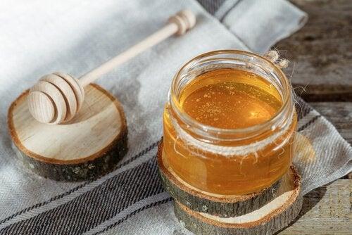 мед для лікування подразнення у горлі