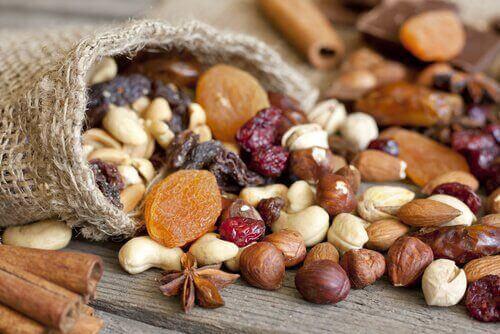 їстівне насіння і горіхи