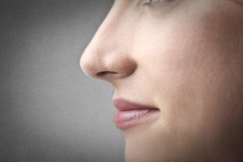 очищати ніс