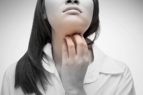 4 натуральні засоби від подразнення у горлі
