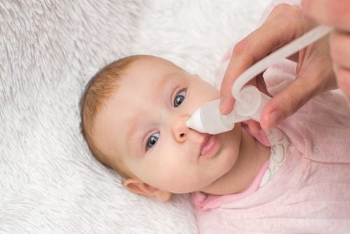 очистити ніс дитини