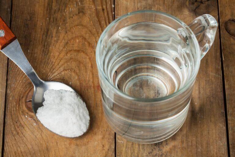 сіль і вода від подразнення у горлі