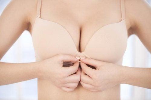 Здоров'я молочної залози: горбки на сосках – це нормально?