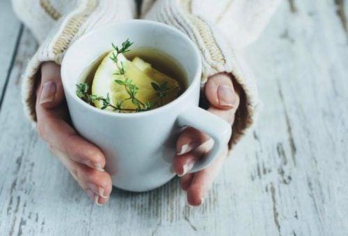 чай з чебрецем, лимоном і медом