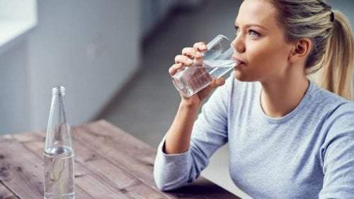 вода для усунення першіння у горлі