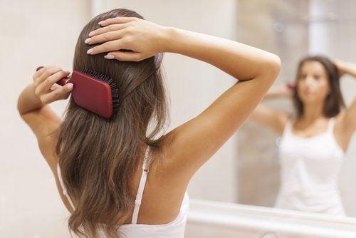 розчісуйте волосся