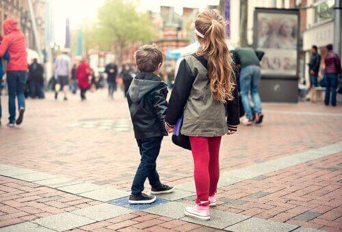 Навчіть дитину, як поводитися у випадку, якщо вона загубилася