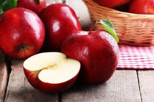 яблука та жир живота