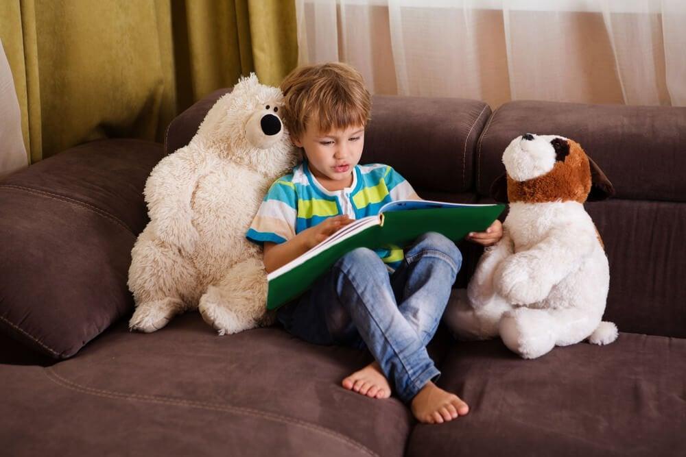 звичка дитини читати книги