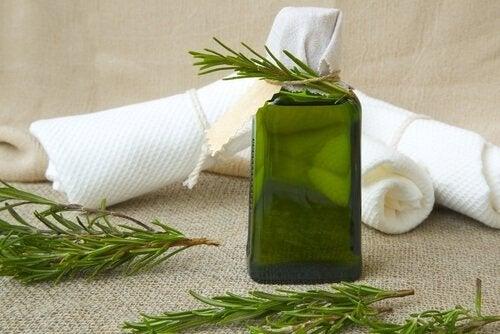 розмарин і олія чайного дерева