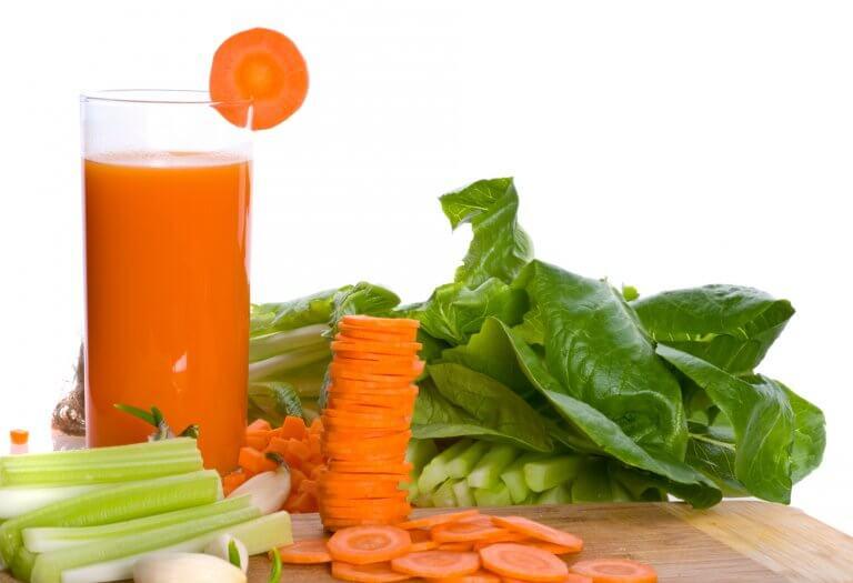 сік з моркви, селери та шпинату