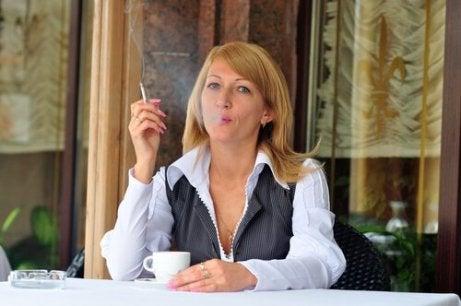 кава та куріння можуть викликати прискорене серцебиття