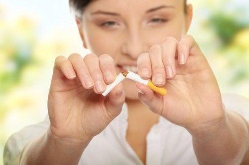 куріння впливає на якість повітря