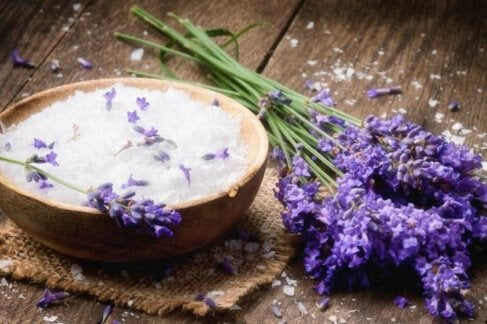 лавандова олія для пом'якшення шкіри