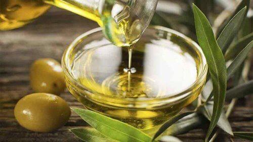 оливкова олія для пом'якшення кісткових мозолів