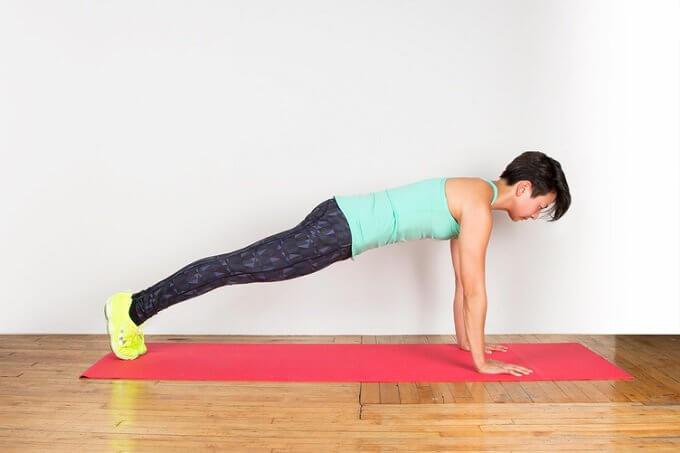 виконання планки для зміцнення м'язів