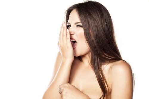 неприємний запах з рота при зубних інфекціях