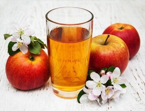 яблука відновлюють шкіру