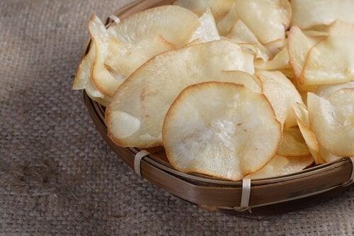 овочеві чипси з юки