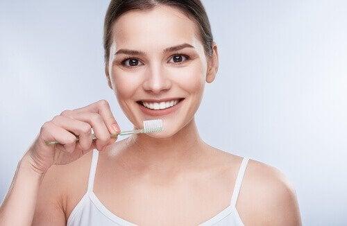 як зробити зубну пасту з кокосовою олією