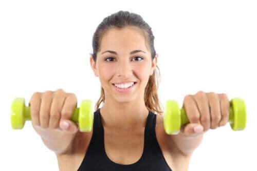 вправи для м'язів спини з гантелями