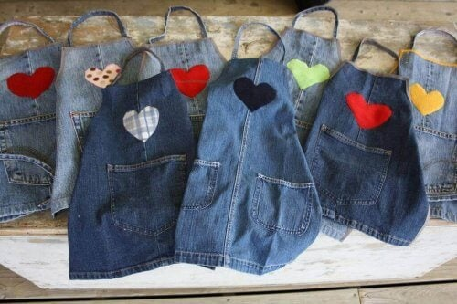 фартухи зі старих джинсів