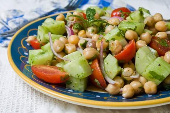 4 смачні рецепти: як приготувати салат з нутом