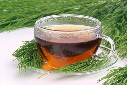 настій з хвощем і зеленим чаєм