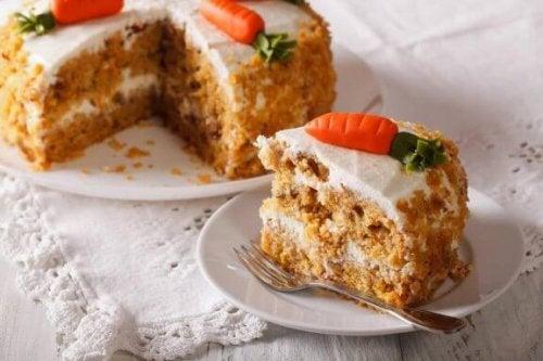 Смачний морквяний торт без яєць для веганів