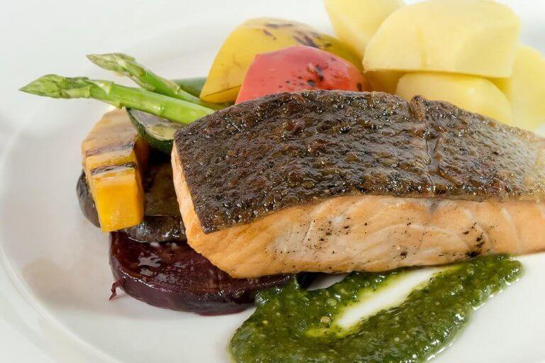 смажена риба з овочами